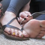 Belle fille avec des pieds sexy 01