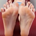 Belle fille avec des pieds sexy 02