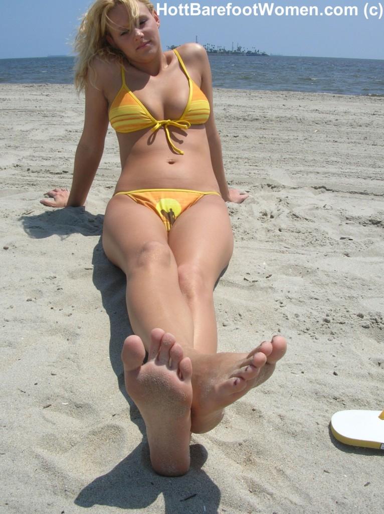 Fétichisme des pieds sexy avec du footjob en photos 02