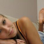 Fétichisme des pieds sexy avec du footjob en photos 13