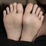 Fétichisme des pieds sexy avec du footjob en photos 18