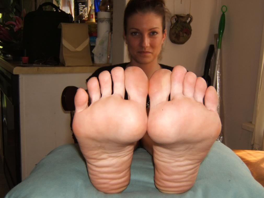 Fétichisme des pieds sexy avec du footjob en photos 30