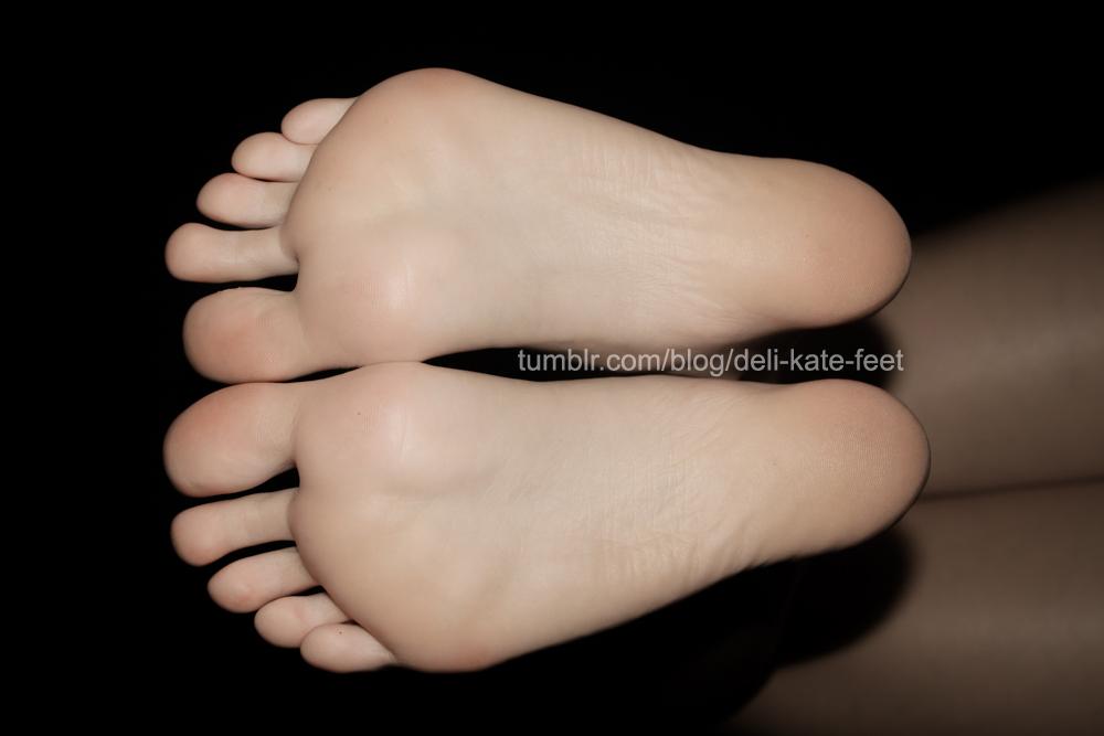 Fétichisme des pieds sexy avec du footjob en photos 66
