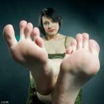 Fétichisme des pieds sexy avec du footjob en photos 68