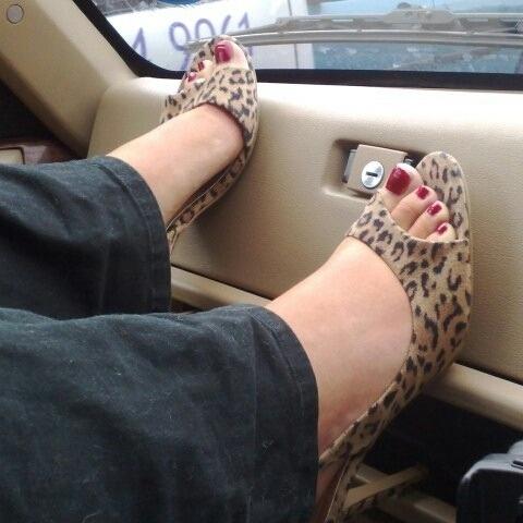 Les jolis pieds féminins 01