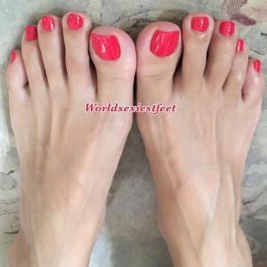 Masturbe-moi la queue avec tes jolies pieds sexy 01