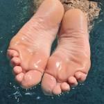Sexy jolies filles pieds 45