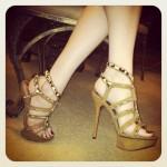 pieds sexy du web de femme en collants 32