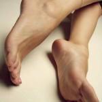 pieds sexy du web de femme en collants 44