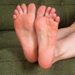pieds sexy du web de femme en collants 45