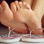 pieds sexy du web de femme en collants 54